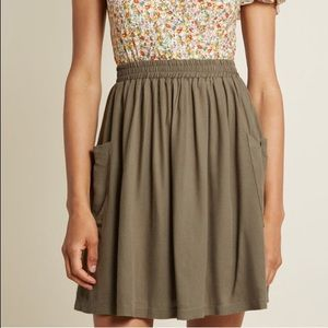 ModCloth Staycation Kickoff Pocketed Skirt S Olive